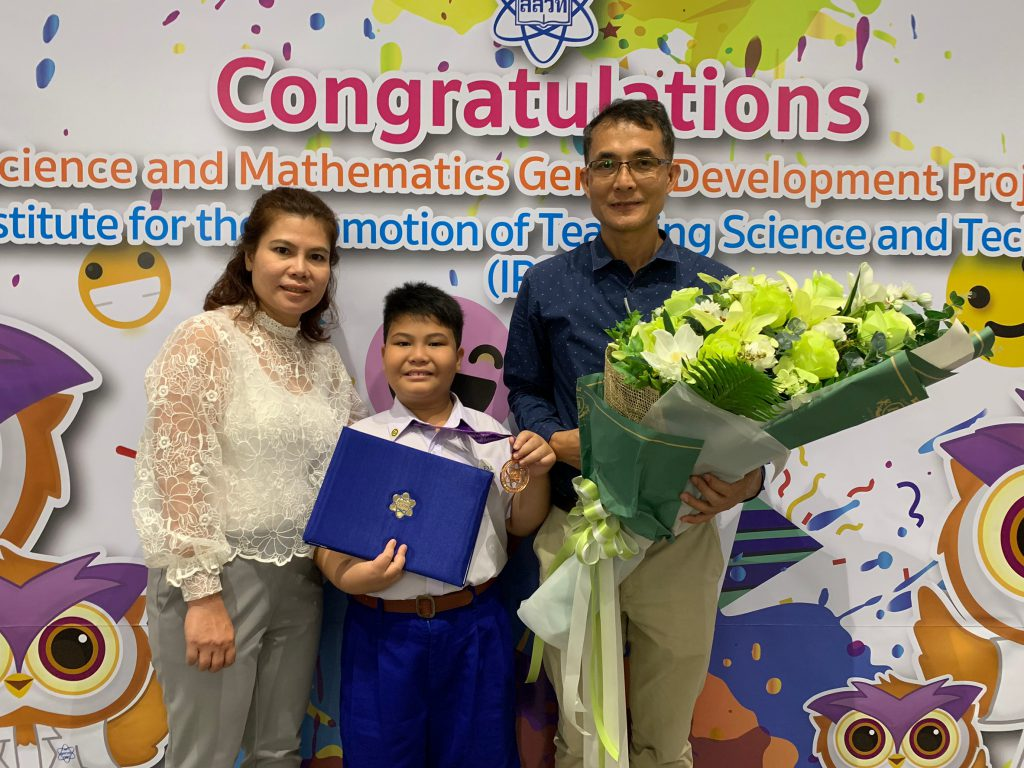 Congratulations to Buris Paksa from grade 3/1 for achieving bronze medals in the 2018 IPST in Nonthaburi Province.